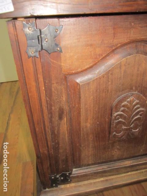 Antigüedades: Oportunidad aparador rústico de madera, con dos puertas. 90 x 29 x 74 cms. altura. - Foto 9 - 139377590