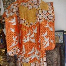 Antigüedades: KIMONO JAPONES SEDA BORDADO (UCHIKAKE). Lote 99066507