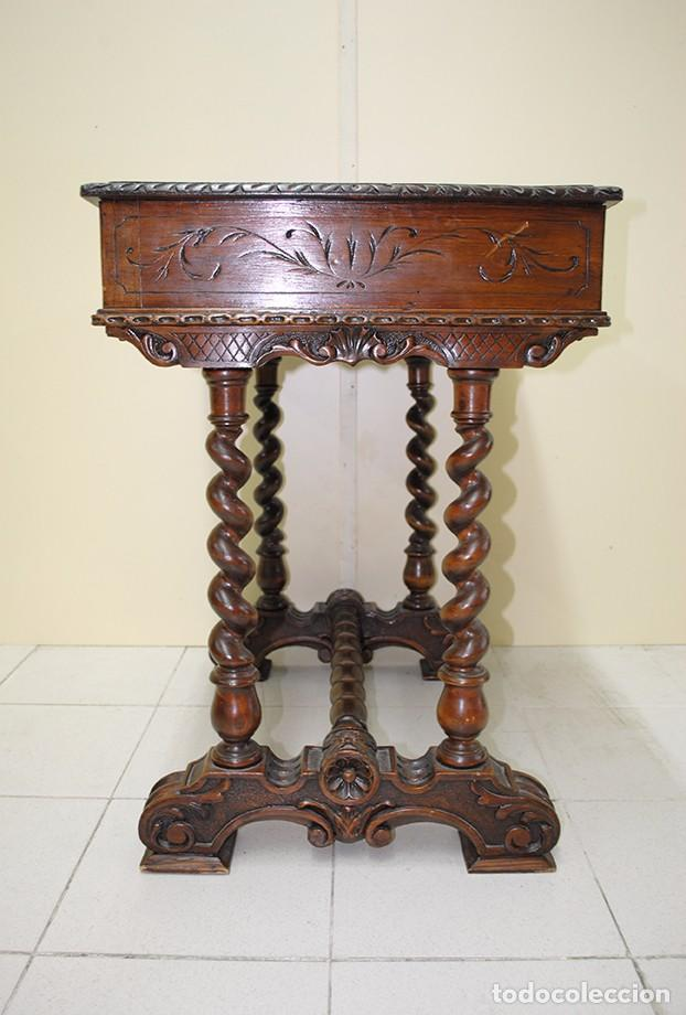 Mesa antigua tallada o costurero de madera comprar mesas for Mesas antiguas de madera