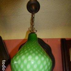 Antigüedades: ANTIGUA LAMPARA DE COLGAR CON TULIPA DE CRISTAL VERDE. Lote 99090831