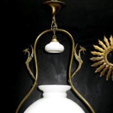 Antigüedades: PRECIOSA RESTAURADA LAMPARA ANTIGUA TIPO QUINQUE CIRCA 1870 FRANCIA LATON Y OPALINA. Lote 99101527