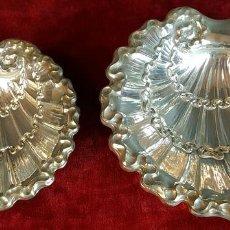 Antigüedades: PAREJA DE BANDEJAS. FORMA DE CONCHA. METAL PLATEADO. CIRCA 1950. . Lote 99123663