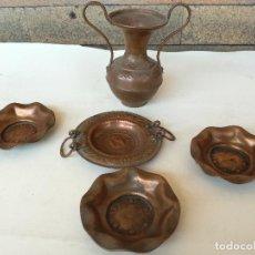 Antigüedades: LOTE DE MINIATURAS EN COBRE PLATITOS Y JARRITA. Lote 99164083