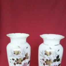 Antigüedades: PAREJA DE JARRONES DE OPALINA ANTIGUOS, BUEN ESTADO. Lote 99165076