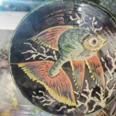 Antigüedades: PLATO PEZ FIRMADO PUIGDEMONT 24,5CM. Lote 99145086