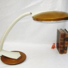 Antigüedades: ELEGANTE LAMPARA ANTIGUA VINTAGE BOOMERANG ARCO 200' FASE MADRID 1964 EN BEIG Y ORO. Lote 99214851