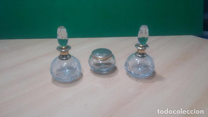 Antigüedades: Tres frascos de cristal grueso y pesado, lo tapones son de cristal macizo, parecen antiguos - Foto 3 - 99256303