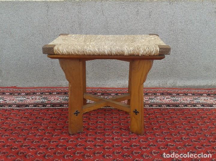 Antigüedades: silla descalzadora antigua de enea, taburete descalzador antiguo, banqueta descalzadora rústica - Foto 2 - 99349127
