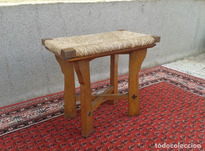 Antigüedades: silla descalzadora antigua de enea, taburete descalzador antiguo, banqueta descalzadora rústica - Foto 3 - 99349127