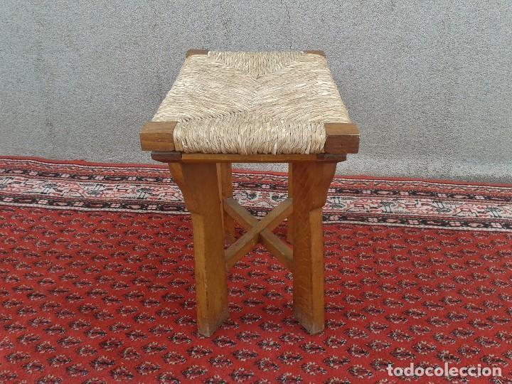 Antigüedades: silla descalzadora antigua de enea, taburete descalzador antiguo, banqueta descalzadora rústica - Foto 6 - 99349127