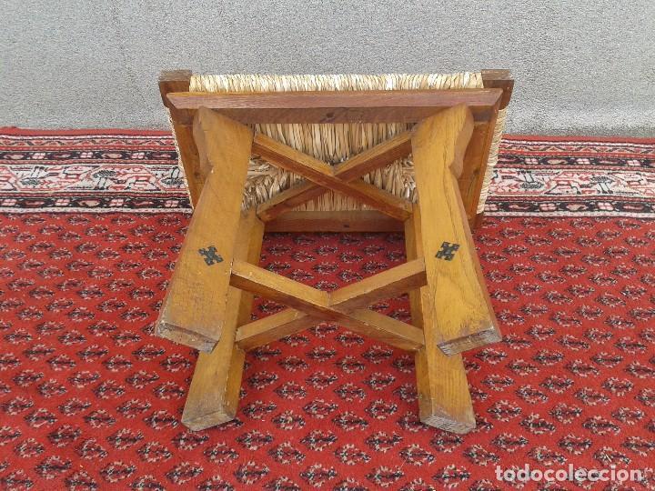 Antigüedades: silla descalzadora antigua de enea, taburete descalzador antiguo, banqueta descalzadora rústica - Foto 7 - 99349127