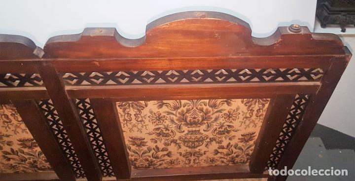 Antigüedades: BANCO ESTILO ARABE. MADERA DE NOGAL. ESPAÑA. SIGLO XIX. - Foto 9 - 99343379
