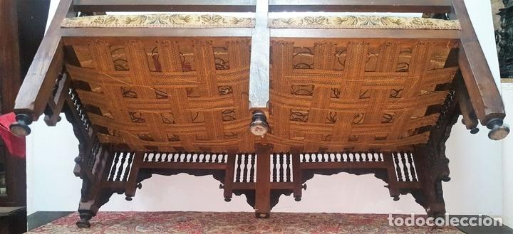 Antigüedades: BANCO ESTILO ARABE. MADERA DE NOGAL. ESPAÑA. SIGLO XIX. - Foto 10 - 99343379