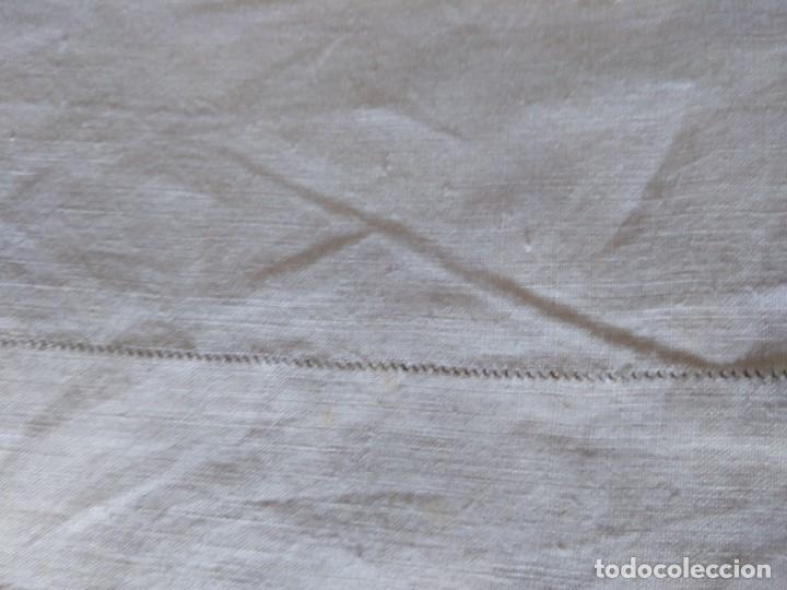 Antigüedades: MUY ANTIGUA SABANA DE HILO PURO CON INICIALES BORDADAS A MANO Y VAINICA, COLOR CRUDO. - Foto 7 - 99394323