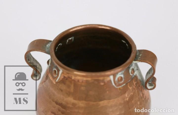 Antigüedades: Pareja de Medida para Líquidos y Olla Decorativas - Cobre Martillado - Vda. de J. Armengol, Olot - Foto 10 - 109773107
