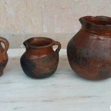 Antigüedades: LOTE DE 3 JARRAS DE CERÁMICA NAVARRA . Lote 99467210