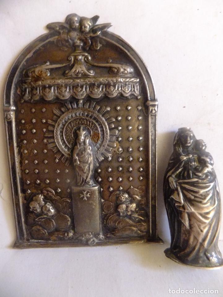 PEQUEÑO RETABLO EN CHAPA DE LA VIRGEN DEL PILAR Y FIGURA DE LA IMAGEN EN PLATA. (Antigüedades - Religiosas - Orfebrería Antigua)
