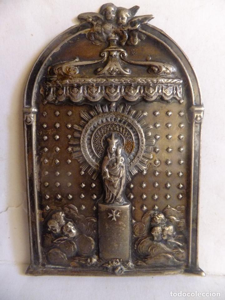 Antigüedades: Pequeño retablo en chapa de la Virgen del Pilar y figura de la imagen en plata. - Foto 3 - 99484871