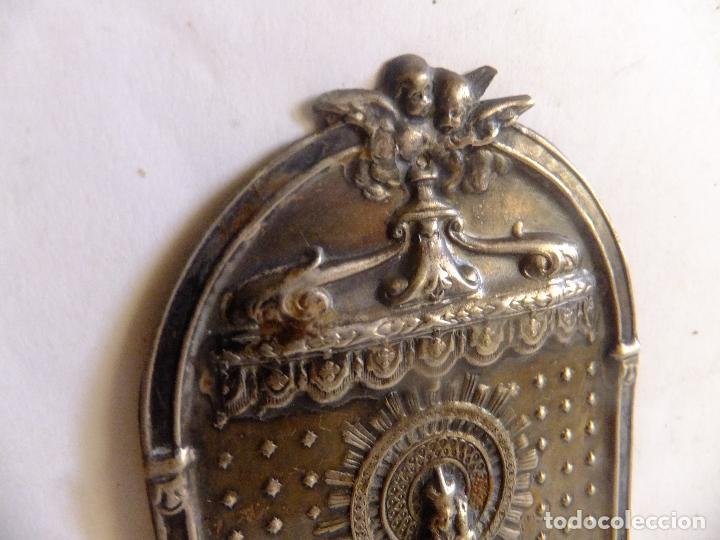 Antigüedades: Pequeño retablo en chapa de la Virgen del Pilar y figura de la imagen en plata. - Foto 4 - 99484871