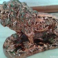 Antigüedades: ANTIGUA FIGURA EN CERAMICA DE REFLEJOS. Lote 99528702