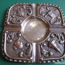 Antigüedades: BELLO Y ARTISTICO CENICERO JACOBEO EN PLATA DE LEY PUNZON Y MALDE, 113GR 15*15CM + INFO. Lote 99540695