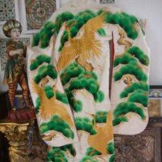 Antigüedades: KIMONO JAPONES SEDA BORDADO (UCHIKAKE). Lote 99557803