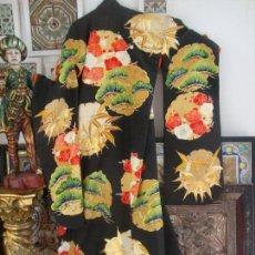 Antigüedades: KIMONO JAPONES SEDA BORDADO (UCHIKAKE). Lote 99558075