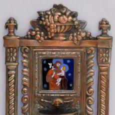 Antigüedades: PLAFON BENDITERA EN COBRE PLATEADO Y REPUJADO CON ESMALTE CENTRAL DE SAN JOSE Y NIÑO. SIGLO XIX. Lote 99624539