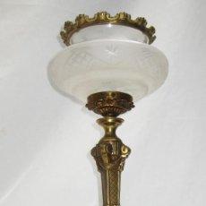 Antigüedades: LAMPARA CLASICA CIRCA 1920 ESTILO NAPOLEON III MARMOL BRONCE Y CRISTAL CON CORONA. Lote 99656347