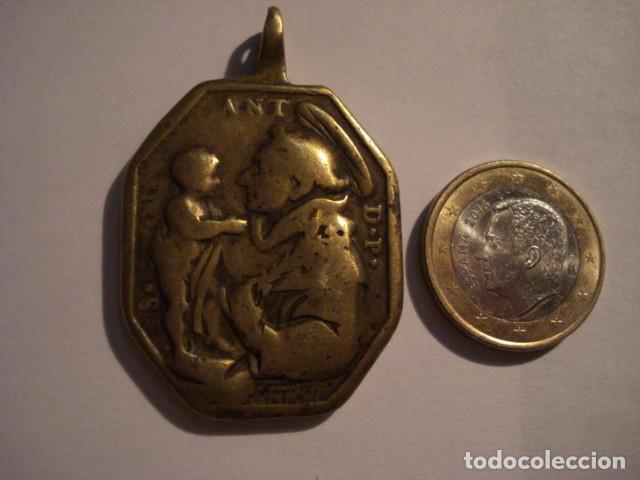 EXCELENTE Y GRANDE MEDALLA SANTA BARBARA Y SAN ANTONIO DE PADUA SIGLO XVII - MIRA OTRAS (Antigüedades - Religiosas - Medallas Antiguas)