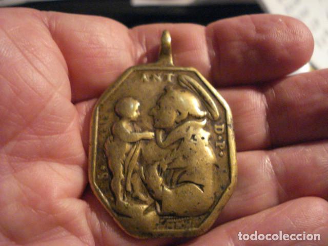 Antigüedades: EXCELENTE Y GRANDE MEDALLA SANTA BARBARA Y SAN ANTONIO DE PADUA SIGLO XVII - MIRA OTRAS - Foto 2 - 99695839