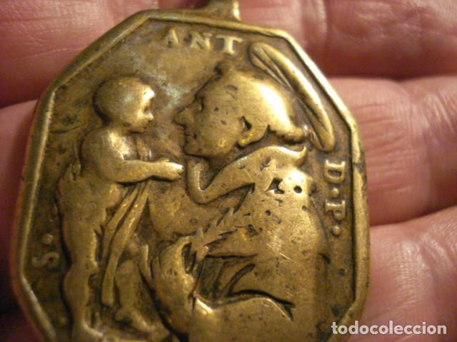 Antigüedades: EXCELENTE Y GRANDE MEDALLA SANTA BARBARA Y SAN ANTONIO DE PADUA SIGLO XVII - MIRA OTRAS - Foto 3 - 99695839