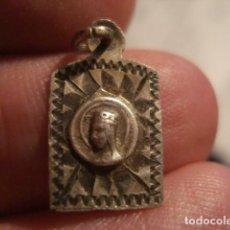 Antigüedades: BONITA MEDALLA RELIGIOSA EN PLATA - VIRGEN DE MONTSERRAT - SIGLO XIX - MIRA OTRAS EN VENTA. Lote 99695991