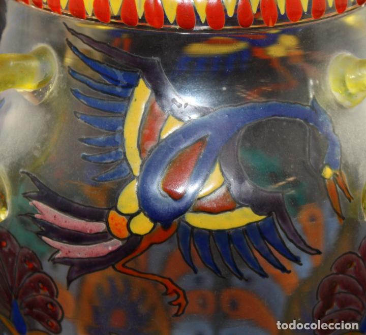 Antigüedades: BONITO JARRON EN CRISTAL PINTADO A MANO. FIRMA ILEGIBLE. AÑOS 40 - Foto 3 - 99713095
