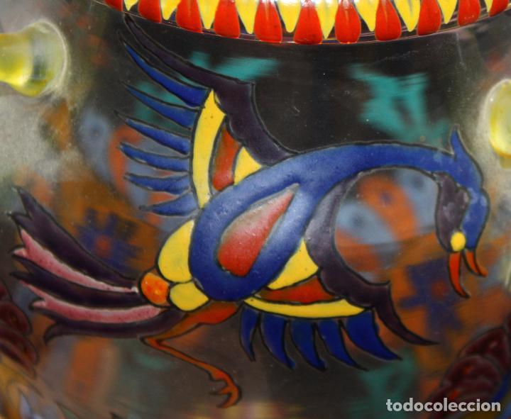 Antigüedades: BONITO JARRON EN CRISTAL PINTADO A MANO. FIRMA ILEGIBLE. AÑOS 40 - Foto 6 - 99713095
