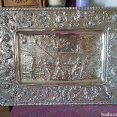 Antiquitäten - Bandeja de bronce hacia 1900, cincelada y bañada en plata - 148935954