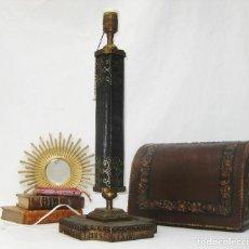 Antigüedades: LAMPARA ANTIGUA EN PIEL BRONCE Y DORADO A JUEGO ESCRIBANIA ESCRITORIO. Lote 55045434
