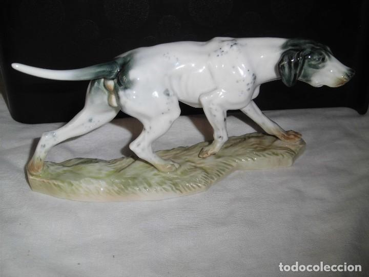 BONITO PERRO DE CAZA EN PORCELANA ALGORA MARCADO EN LA BASE (Antigüedades - Porcelanas y Cerámicas - Algora)
