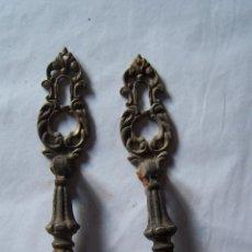 Antigüedades: DOS TIRADORES DE LATON. Lote 99816691