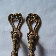 Antigüedades: DOS TIRADORES DE LATON. Lote 99816815