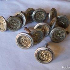 Antigüedades: TRECE TIRADORES DE LATON. Lote 99848443