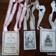 Antiquités: LOTE DE 3 ESCAPULARIOS. SANTÍSIMA TRINIDAD, SEÑORA DEL CARMEN Y SEÑORA DE CORONADA.. Lote 125985615