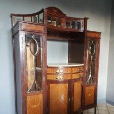 Antigüedades: PRECIOSO APARADOR CON MARQUETERÍA.. Lote 99899187