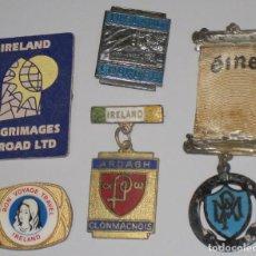Antigüedades: LOTE MEDALLA 1934 Y DISTINTIVOS CHAPAS EIRE IRLANDA PEREGRINACIÓN LOURDES. Lote 99910087