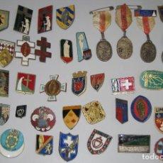Antigüedades: LOTE MEDALLAS INSIGNIAS CHAPAS FRANCIA PEREGRINACIÓN LOURDES. Lote 99910299