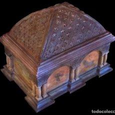 Antigüedades: PRECIOSA CAJA, COFRE DE NOGAL, ESTUCADA, PINTADA, DRAGONES, SAN JORGE.. Lote 99934015