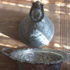 Antigüedades: TIBOR ARABESCO DE ALPACA REPUJADA. Lote 99934963