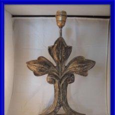 Antigüedades: PANTALLA LAMPARA DE MADERA EN DECAPE FLOR DE LYS. Lote 100059595