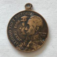 Antigüedades: MEDALLA DE ALFONSO XIII Y VICTORIA DE 1906. Lote 100073463