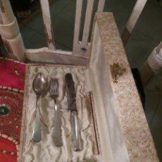 Antigüedades: JUEGO DE CUBIERTOS DE PLATA CON VASITO. Lote 100086407
